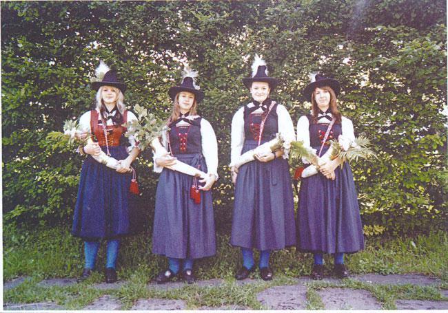 Schuetzenmarketenderinnen2004