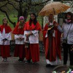 2014 - wenn schon Ministrantinnen dann auch eine Regenschirmträgerin