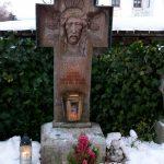 Grabkreuz Pfarrer Thoeni Qualbert 1940